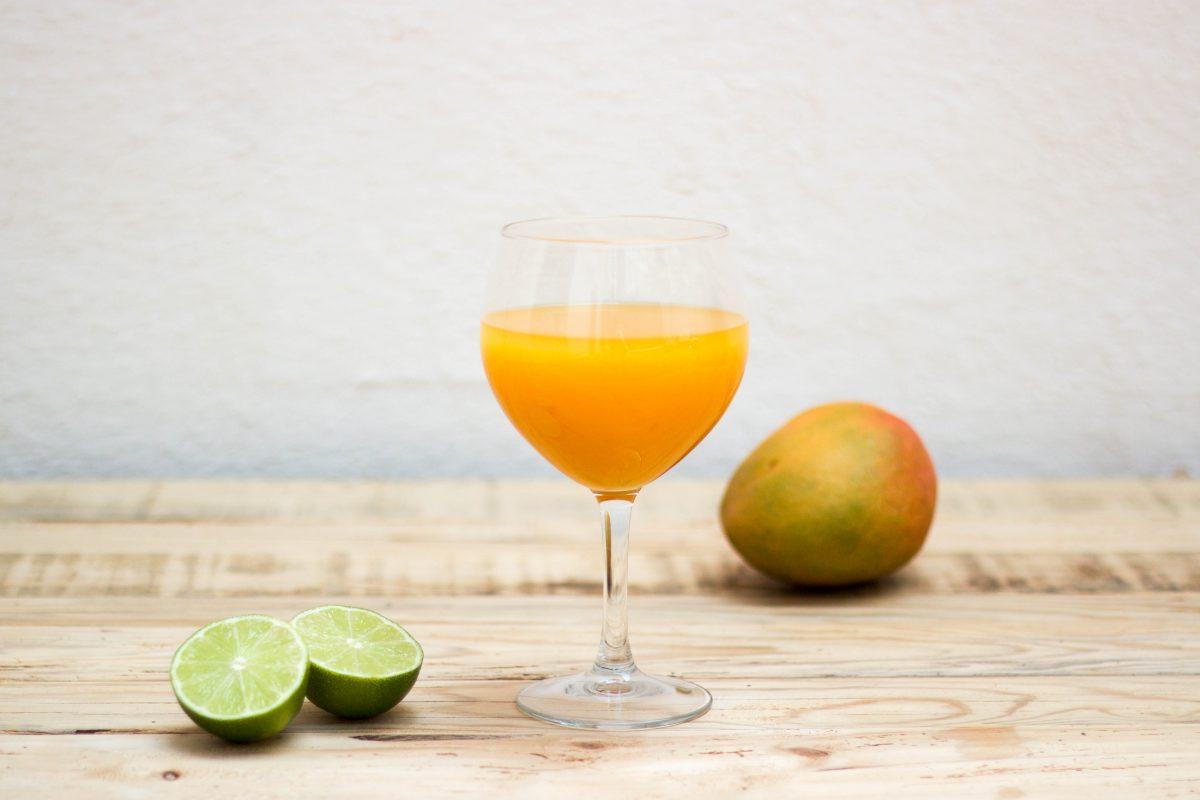 cocktail mango mezcal