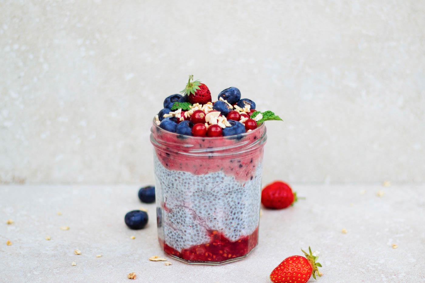 Pudding con semillas de chia y frutas
